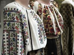 Foreground: The plant-like motifs (flowers, thistle, three-leaf clover) show that this ie comes from an agricultural village. Background: Thread-of-gold embroidered ie, worn on celebrations and special occasions. Embroidery On Clothes, Embroidery Fashion, Traditional Fashion, Traditional Outfits, Laid Back Style, My Style, Three Leaf Clover, Popular Costumes, Romanian Girls