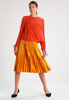 ¡Cómpralo ya!. Even&Odd Blusa rust. Even&Odd Blusa rust Ofertas   | Material exterior: 100% viscosa | Ofertas ¡Haz tu pedido   y disfruta de gastos de enví-o gratuitos! , blusas, blusa, blusón, blusones, blouses, blouse, smock, blouson, peasanttop, blusen, blusas, chemisiers, bluse. Blusas  de mujer color naranja oscuro de Even&odd.