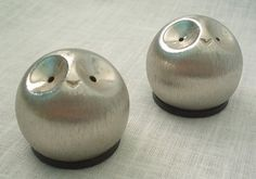 @Lindsay Dillon Beacco  owl salt and pepper shakers. would be super cute for your kitchen