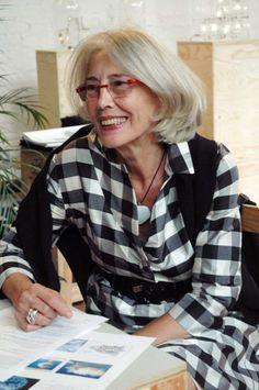 """Per scrivere la storia di Maria Sebregondi, già sociologa e traduttrice di Marguerite Duras e Raymond Queneau non basterebbe uno dei suoi amati, neri taccuini. Beh, la incontriamo al Convegno Inusuale, 3.7 ore 16.30. Titolo del suo speech """"L'abito del taccuino"""". Sempre spazio Agorà, Triennale di Milano. Sempre nell'ambito di Abiti da Lavoro"""