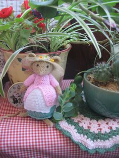 Brambly Hedge, Arts And Crafts, Diy Crafts, Crochet Mouse, Felt Mouse, Granny Square Blanket, Crochet Animals, Hooks, Creativity