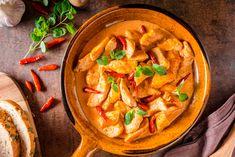 Thai Recipes, Asian Recipes, Healthy Recipes, Hindu Food, Curry Pasta, Good Food, Yummy Food, Thai Coconut, Food Porn