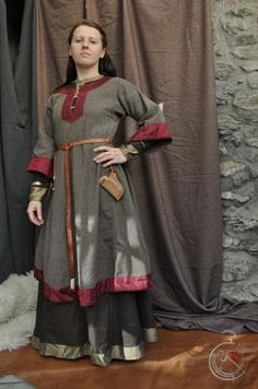 11th century Saxon - Jorgencraft. Tight-sleeved underdress, loose-sleeved overdress, both with unfussy and versatile trim.