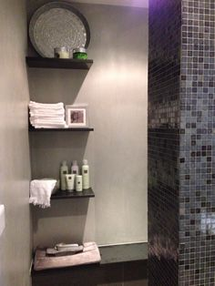 Badkamer mozaik inloopdouche walkin shower rituals spa grijs frescolori