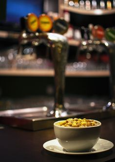 """A """"atmosfera do ambiente"""" deve ser transmitida corretamente na fotografia de alimentos para bares e restaurantes. Leia mais sobre este assunto em meu blog: http://www.fotodecardapio.com.br/blog/a-atmosfera-do-ambiente-na-fotografia-de-alimentos"""