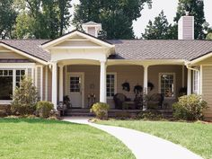 Decorating Diva Tips: Top Ways to Improve The Exterior Appeal of Ranch Style Hom. Decorating Diva Tips: Top Ways to Improve The Exterior Appeal of Ranch Style Homes Ranch Exterior, House Paint Exterior, Exterior Remodel, Exterior Paint Colors, Exterior House Colors, Paint Colors For Home, Interior Exterior, Exterior Design, House With Porch
