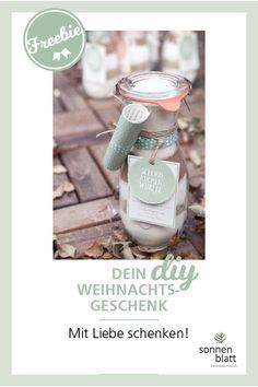 """DIY WEIHNACHTSGESCHENK. Deine DIY Backmischung als Geschenk für deine Familie und deine Freunde. Die Anleitung und das Freebie für dein Weihnachtsgeschenk findet du auf www.blog.sonnenblatt.at Viel Spaß beim Schenken deiner Backmischung. Motto: """"Mit Liebe Schenken.""""  #sonnenblattdesign #Weihnachtsgeschenk #Geschenk #lastminuteweihnachtsgeschenk #diygeschenk #freebie #Backmischung #Anleitung #Geschenkfürfreunde"""