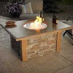 DIY fire pit designs ideas - Do you want to know how to build a DIY outdoor fire pit plans to warm your autumn and make s'mores? Find inspiring design ideas in this article. Gas Fire Pit Table, Metal Fire Pit, Fire Pit Seating, Seating Areas, Fire Fire, Outdoor Fire Pit Kits, Fire Pit Backyard, Large Backyard, Design Websites