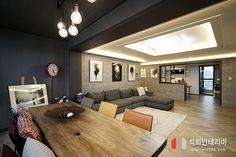 인더스트리얼인테리어 - 수영구 민락 롯데캐슬자이언트 45평 리모델링 / 무게감이 느껴지는 모던인테리어, 간접조명 활용 : 네이버 블로그 Room Interior, Interior Design, Living Room Designs, Sweet Home, Floor Plans, Stairs, Minimalist, Flooring, Table