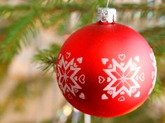 Christmas Tree Balls Home Decoration Design Delightful Christmas ornaments where to Find the Best Patriotic Christmas Tree ornaments Christmas Tree Balls . Recycled Christmas Tree, Red Christmas Ornaments, Buy Christmas Tree, Handmade Christmas Tree, Christmas Tree Decorations, Ball Ornaments, Banquettes, Forma Circular, Christmas Tree Wallpaper