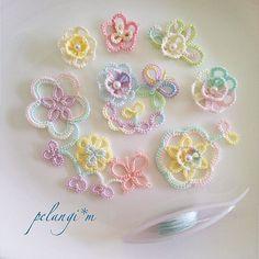 11 отметок «Нравится», 1 комментариев — pelangi*m (@pelangi.miho) в Instagram: «虹色タティング♪ハンドメイドイベントにむけて、たくさんのタティングお花咲いてきました!こちら、これからアクセサリーや布小物に変身していきます♪ #はんどめいど #ハンドメイド #手作り #タティング…»