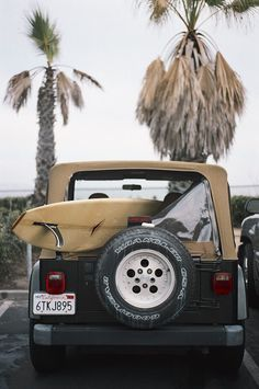surf jeep // classic surf design // beach life // beach house // surfing lifestyle