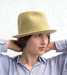 Fedora Outfit, Fedora Hat Women, New Look Fashion, Fashion Mode, Fashion Trends, Western Style, Rock N Roll Style, Derby, Felt Hat