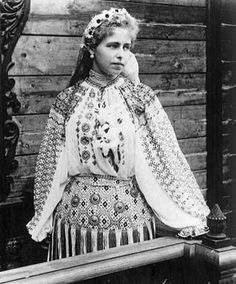 Marie Queen of Romania Romania People, Romanian Royal Family, Save The Queen, Folk Costume, Peasant Blouse, Queen Victoria, King Queen, Vintage Beauty, Traditional Outfits