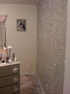 **** Just wait till the Greek Diva does this. ***** Glitter Accent Wall 3 pounds of loose glitter, 2 cans adhesive spray paint, 1 paper plate, 1 straw. Pour some glitter on plate. Spray each sq ft of wall with Glorious Sparkle Wall Ideas Room Decor, Decor, Bedroom Decor, Glitter Accent Wall, Home, Glitter Bedroom, Glitter Room, Home Decor, Room