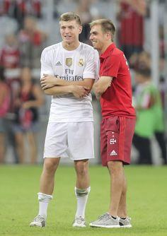 Kroos and Lahm . German Football Players, Soccer Players, Football Soccer, Philipp Lahm, Fifa 2014 World Cup, Dfb Team, Fc Bayern Munich, Toni Kroos, World Cup Winners