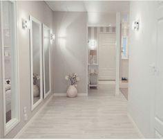 Wednesday mood⭐ Tänään on ollut kiireinen pä… Hallway Decorating, Interior Decorating, Interior Design, Home Interior, Home Bedroom, Bedroom Decor, Style At Home, Small Hallways, Deco Design