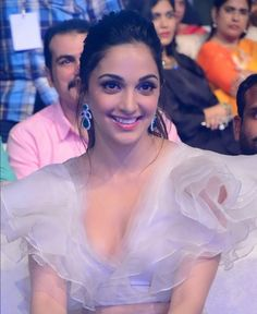 Most Beautiful Faces, Beautiful Gorgeous, Beautiful Indian Actress, Beautiful Actresses, Hot Actresses, Indian Actresses, Kiara Advani Hot, Kaira Advani, Female Character Inspiration