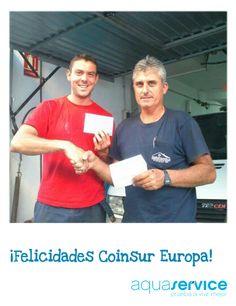 En Málaga, nuestro repartidor Antonio entregó su premio al representante de la empresa Coinsur. ¡Felicidades! http://www.aquaservice.com/agua-mineral-mini