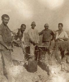 18 Mart Çanakkale Zaferi Fotoğraf Galerisi Historical Pictures, Military History, Istanbul, Panda, Diy And Crafts, Mart, Painting, Allah, Painting Art