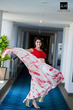 Cute and loved Anupama Parameswaran latest images gallery! Beautiful Girl In India, Beautiful Girl Photo, Most Beautiful Indian Actress, Beautiful Actresses, Beautiful Heroine, Indian Photoshoot, Long Gown Dress, Frock For Women, Anupama Parameswaran