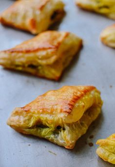 Chinese Curry Puffs found at dim sum and Chinese bakeries. These beef curry puffs have a perfectly flaky crispness with a deliciously savory curry filling. Indian Food Recipes, Asian Recipes, Beef Recipes, Cooking Recipes, Ethnic Recipes, Turkish Recipes, Asian Foods, Curry Puff Recipe, Thai Curry Puffs Recipe