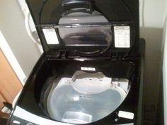 洗濯機を内側からきれいにするには 洗濯槽を内側からきれいにするには、酸素系漂白剤500ml(粉末は600g)と重曹大さじ3と45度前後のお湯を満水に入れて5分ほど回してから3時間放置し、水垢をとった後に洗濯機を数回まわせばピカピカに。