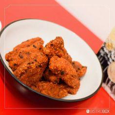 Buffalo Wings sem osso com molho Blue Cheese Essa receita é pra deixar qualquer restaurante e barzinho no chinelo. Buffalo Wings é um nome chic pra frango frito melecado de molho apimentado que eu adoro principalmente acompanhando uma cervejinha e uma boa conversa. Não deixe de fazer no próximo encontro com amigos! Receita no site: http://ift.tt/27H9nHP #FrangoApimentado #BuffaloWings #Apimentado #SpicyMustachio #Mustachio #FarofaAnguBrasil #Receita #BistroBox #Receitas #BistroBoxBR…