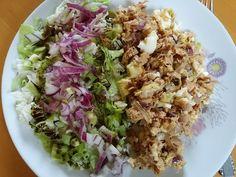 Tonhal saláta - konzerv tonhal, lilahagyma, zsír, főtt tojás, mustár, só, bors, fél érett avokádó