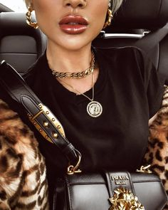 Black & bling ✨ Amber Sceats Jewellery jewellery Black & Bling ✨ Amber Sceats Jewellery Schmuck This image has. Mickeal Kors, Fashion Outfits, Fasion, Womens Fashion, Fashion Clothes, Girl Outfits, Jewelry Accessories, Fashion Accessories, Fashion Jewelry