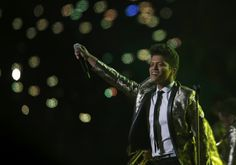 Bruno Mars goes for the gold for Super Bowl halftime show