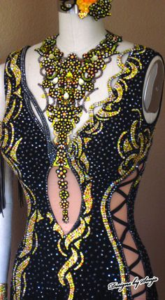 Ballroom Jewelry and Latin Dance Costume designed and created by Sonja Ballin. All Designs copyright Sonja Ballin of Tampa Bay, Florida Love the blinging Ballroom Jewelry, Baile Latino, Latin Ballroom Dresses, Salsa Dress, Beautiful Costumes, Belly Dance Costumes, Dance Fashion, Mellow Yellow, Dance Outfits