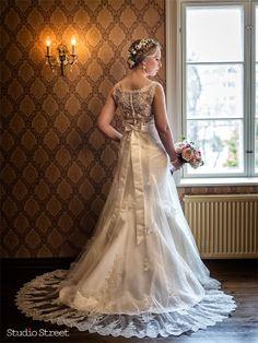 Morsiamen Päivä -äänestys käynnissä | Studio Street Oy Valokuvaamo Lace Wedding, Wedding Dresses, Studio, Street, Blog, Fashion, Bride Dresses, Moda, Wedding Gowns
