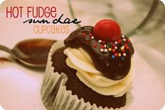 Snips & Spice: Hot Fudge Sundae Cupcakes {Guest Post from Ashton at Something Swanky: {DIY} Specialty Cupcakes and Desserts} Sundae Cupcakes, Yummy Cupcakes, Cupcake Recipes, Cupcake Cakes, Cupcake Ideas, Cupcake Party, Mini Cakes, Dessert Recipes, Ice Cream Party