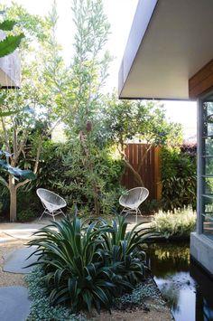 a seamless indoor-outdoor courtyard design Simple Garden Designs, Modern Garden Design, Landscape Design, Backyard Designs, Backyard Ideas, Coastal Gardens, Small Gardens, Outdoor Gardens, Indoor Outdoor