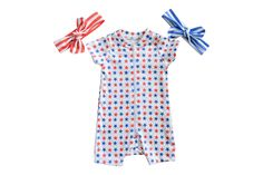 Babies will stand out in these red and blue stars zippered onesies!    **Quantities are limited**  SIZES:       0-3 months       3-6 months       6-12 months       12-18 months      18-24 months  -zippered for easy diaper changes for newborns, infants and toddlers -organic cotton -wa...
