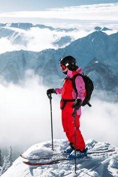 You'll appreciate the durability of the Teton Jacket on your back country ski trips, thanks to its weatherproof, breathable GoreTex® construction. The tech features list really delivers, too. Slalom Skiing, Snow Skiing, Snowboarding Photography, Snowboard Shop, Ski Bunnies, Ski Mountain, Ski Girl, Ski Touring, Ski Trips