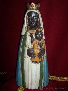 Virgen maría negra tallada en madera