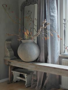 In truth, gray can definitely be cold but it can also be warm Wabi Sabi, Gray Interior, Interior Design, Rustic Decor, Rustic Chic, Diy Pallet Furniture, Minimalist Living, Rustic Interiors, Home Accessories