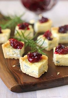 Blue Cheese Tarts with Cranberry Chutney, a fancy dessert option combining salty and sweet from the galley gourmet. Snacks Für Party, Appetizers For Party, Appetizer Recipes, Dinner Recipes, Gourmet Appetizers, Gourmet Cheese, Appetizer Ideas, Cocktail Recipes, Fingers Food