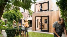 Dřevěné malířské studio od Open Kaart se obtéká a stará cihlová kůlna