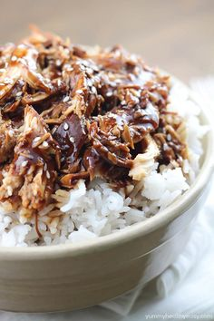 Crock Pot Teriyaki Chicken - easy slow cooker dinner that will quickly become a family favorite! Not so healthy but actually not that bad, if dad and Danielle ever get a crock pot Crock Pot Food, Crockpot Dishes, Crock Pot Slow Cooker, Slow Cooker Recipes, Cooking Recipes, Healthy Recipes, Healthy Junk, Dinner Crockpot, Crockpot Ideas