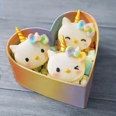 """japancandybox: """"These Hello Kitty unicorn macarons are possibly the cutest dessert ever made. 😍🦄 They are filled with saffron and salted caramel - what flavors would you use in your kawaii macarons? Bolo Da Hello Kitty, Hello Kitty Cupcakes, Hello Kitty Birthday Cake, Cake Birthday, Lila Party, Cat Party, Unicorn Macarons, Cute Desserts, Baking Desserts"""