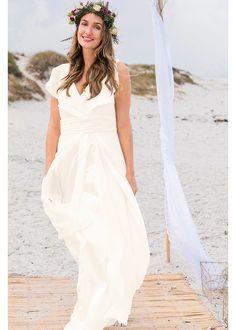 6093afe2da Piękna sukienka ślubna z aktualnej kolekcji bpc zapewni Ci olśniewający  wygląd w tym wyjątkowym dniu.