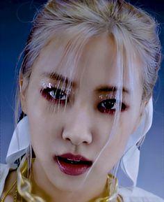 Jennie Lisa, Blackpink Lisa, K Pop, We Heart It, Blackpink Video, Rose Park, Black And White Aesthetic, Park Chaeyoung, Black Girl Fashion