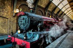 Поезд «Хогвартс-экспресс»