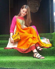 Desi Wedding Dresses, Pakistani Formal Dresses, Pakistani Fashion Casual, Pakistani Wedding Outfits, Pakistani Bridal Wear, Pakistani Dress Design, Indian Dresses, Indian Fashion, Nice Dresses