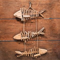 Driftwood Fish Wall Decor Must make! Beach Crafts, Diy And Crafts, Arts And Crafts, Palette Deco, Driftwood Fish, Fish Wall Decor, Driftwood Projects, Fish Art, Nature Crafts
