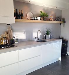 Excellent modern kitchen room are readily available on our website. Read more and you will not be sorry you did. Kitchen Interior, New Kitchen, Kitchen Dining, Kitchen Decor, Kitchen Cabinets, Kitchen Sink, Kitchen Ideas, Kitchen Wood, Awesome Kitchen