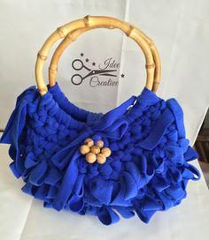 Borsa in fettuccia color azzurro con manici in bamboo... molto trendy. Handmade…